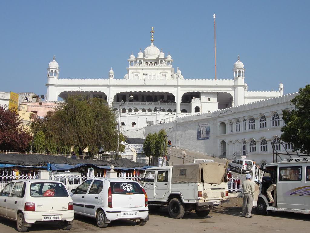 http://1.bp.blogspot.com/-KW31pYb-1HY/TyhQN7VtTVI/AAAAAAAACns/Lh4JTks6kig/s1600/Takht+Sri+Keshgarh+Sahib+Anandpur+Sahib+Punjab61.jpg
