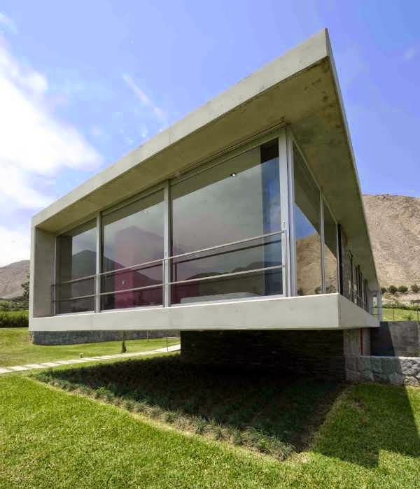 Stunning concrete and glass home design brings a bit of for American residential architecture