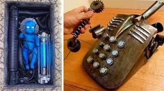 Bebe alien y una telefono steampunk