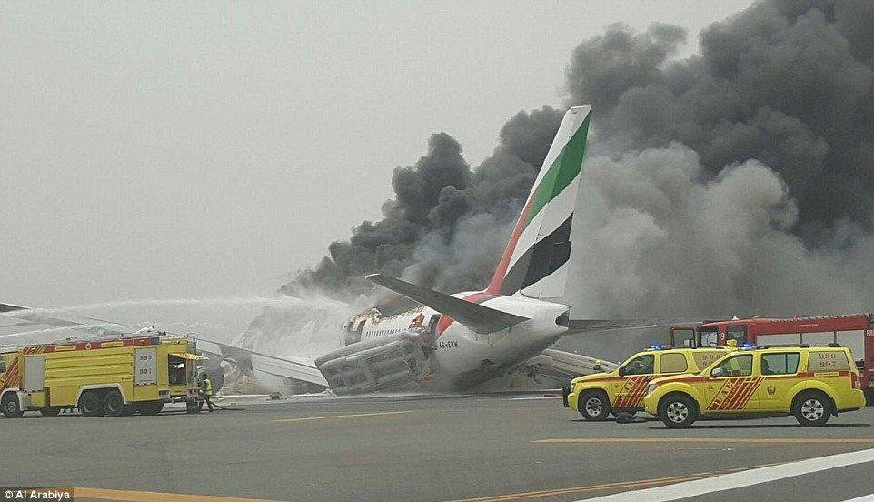 Βίντεο - σοκ: H αναγκαστική προσγείωση του φλεγόμενου αεροσκάφους της Emirates