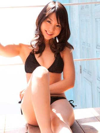 Yui Koike Sexy with Black Bikini