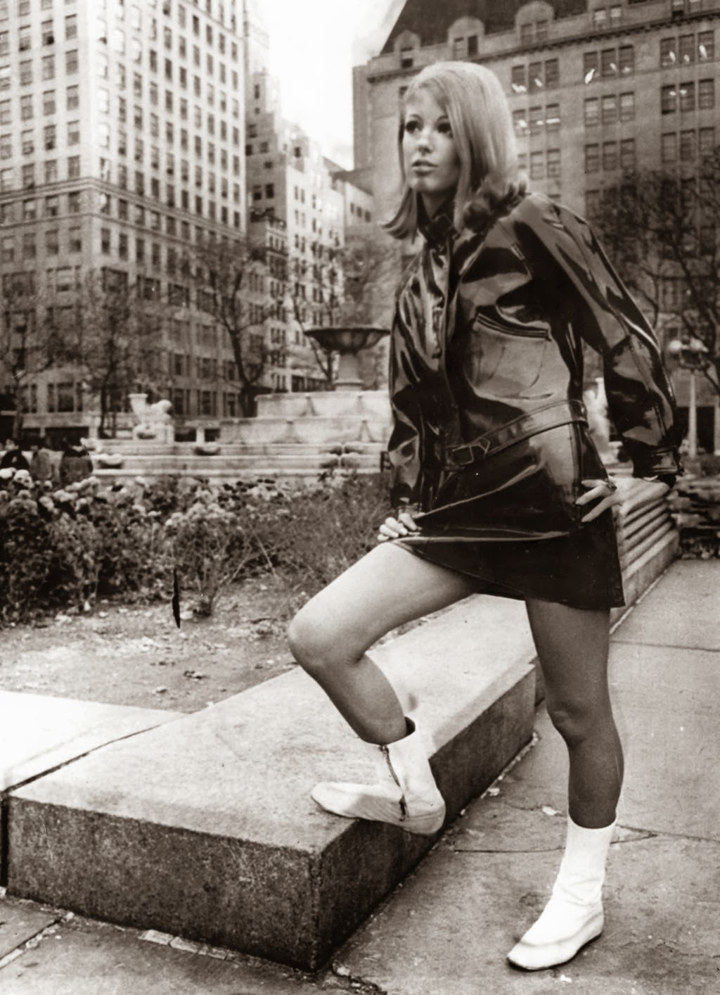 Women In Mini Skirts In The 1960s Vintage Everyday