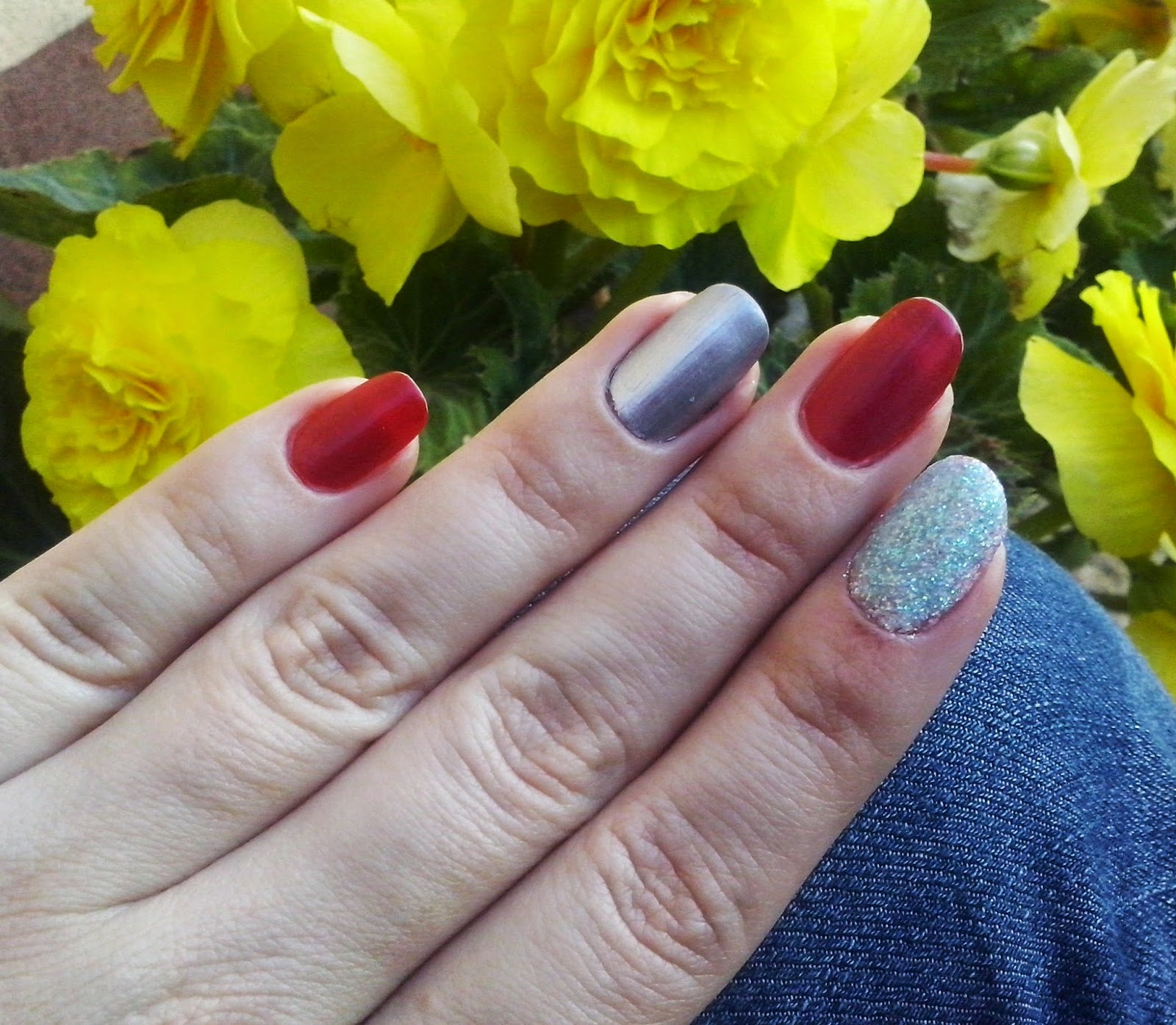 Pinaakolaadaa Czerwono Srebrny Manicure