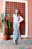 фото хиджаб: белый верх, серый металик низ
