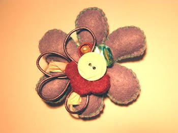 broche flor lila