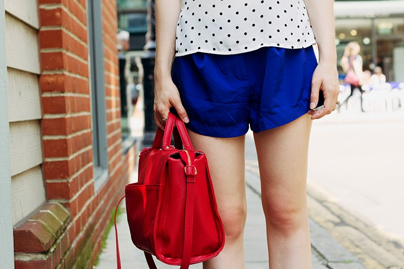 fashion blogger london city guide red bag
