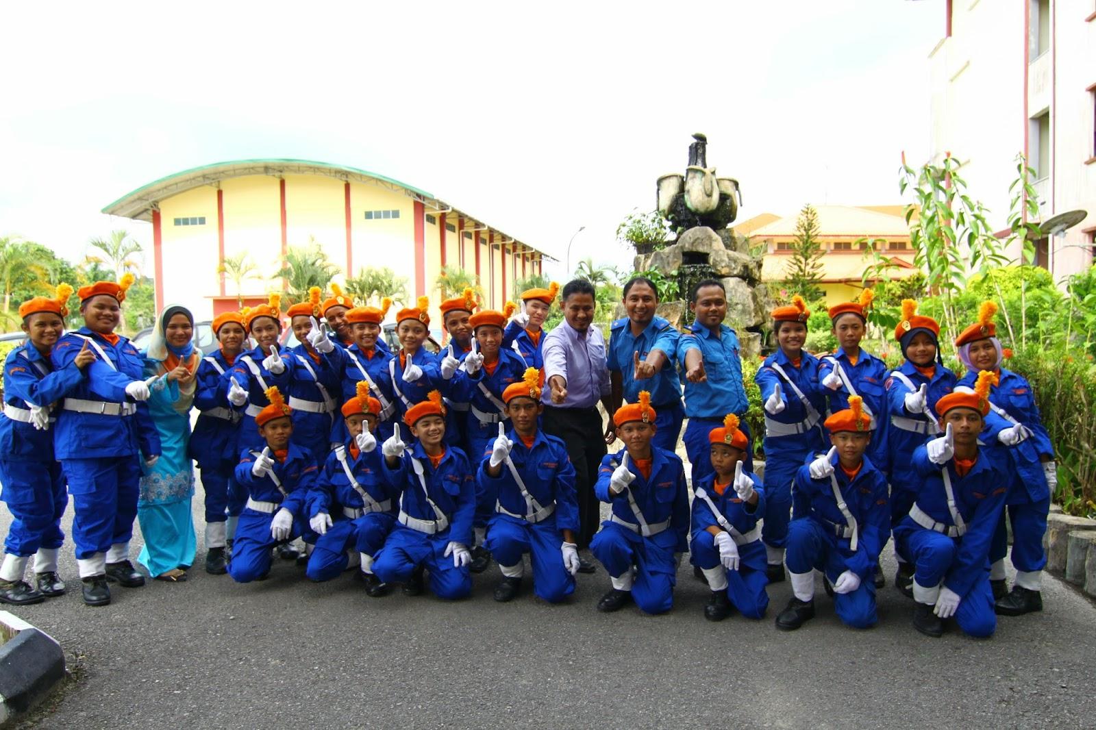 Pasukan KAPA bergambar kenangan dengan guru penyelaras KAPA
