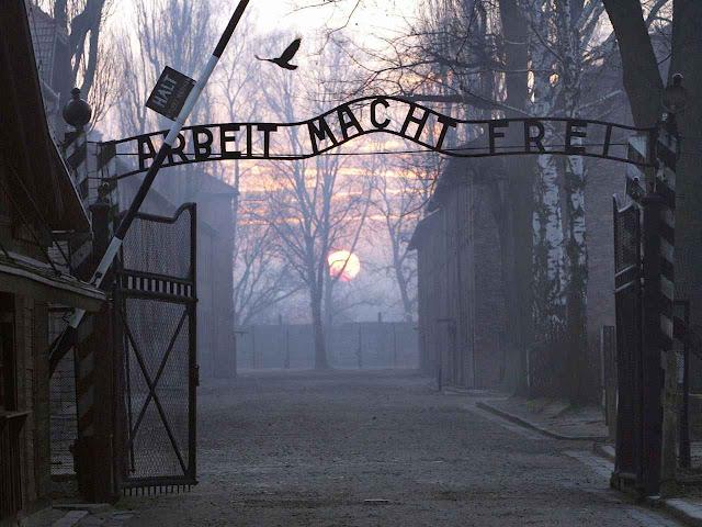 Auschwitz: o criminoso engano da frase de boas vindas hoje poderia ser substituída por: 'Planned Parenthood'.