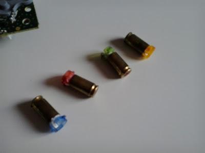 Así es como he metido los botones del pad de Xbox 360 dentro de unos casquillos del 9 Parabellum