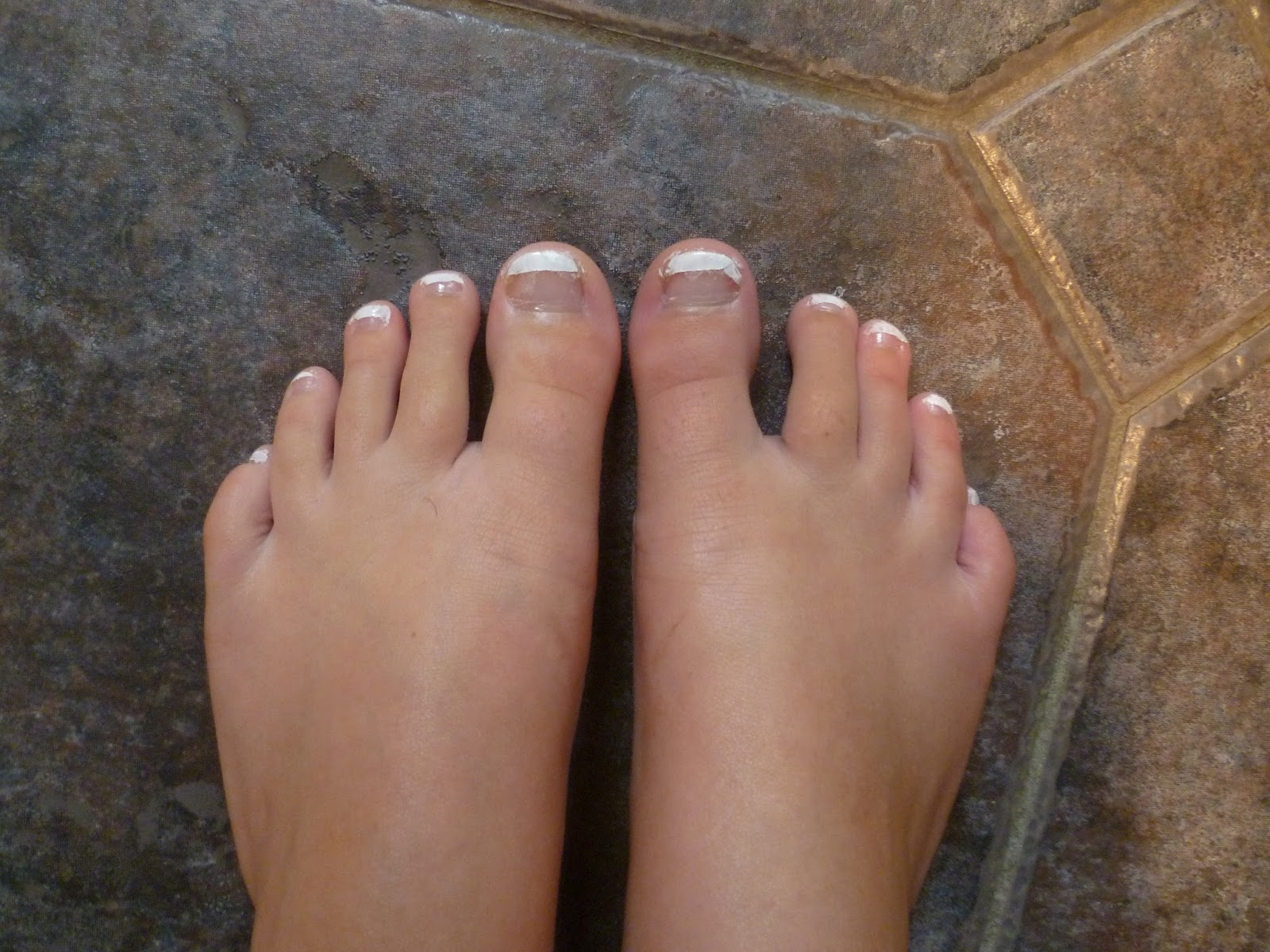 Belle Rose: Glittery French Pedicure