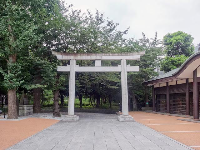 熊野神社,鳥居,神輿殿,新宿〈著作権フリー無料画像〉Free Stock Photos