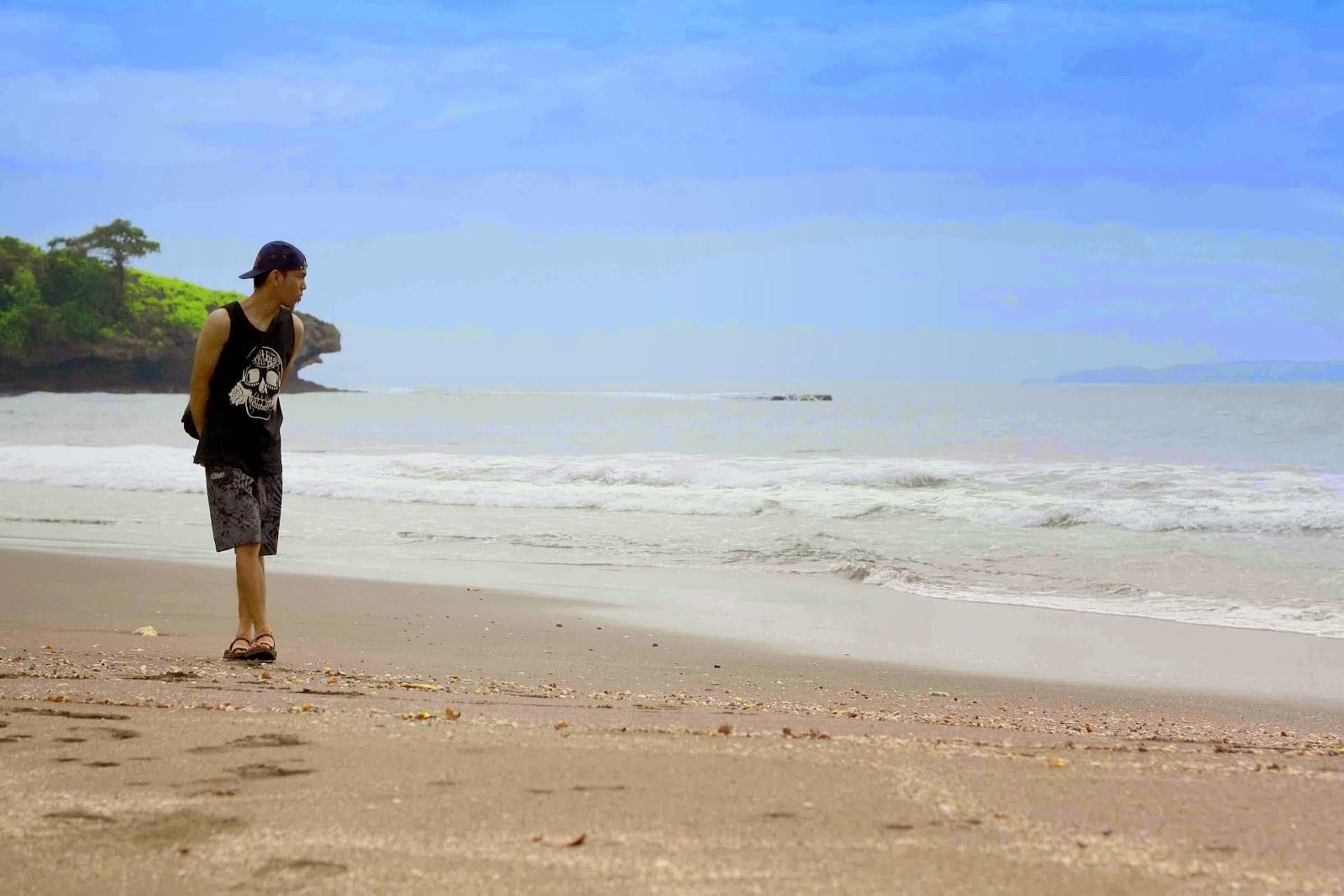 liburan di pantai madasari