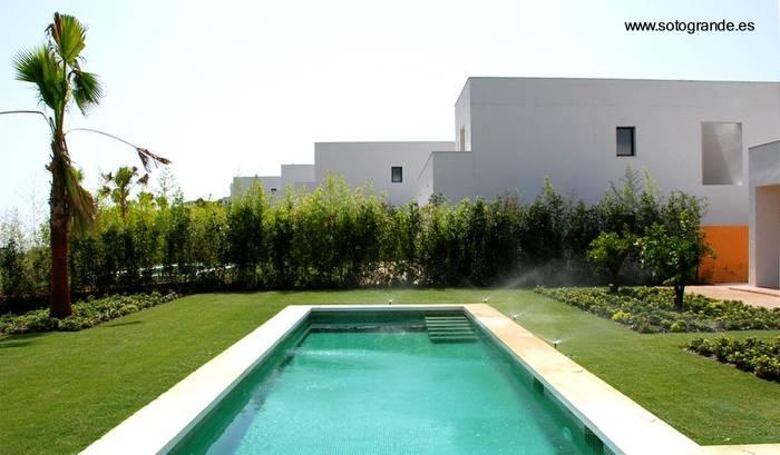 Arquitectura de casas fotos de modernas casas del for Jardines exteriores de casas modernas