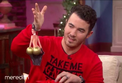 Christmas baubles with a difference | Nanu! Kevin Jonas away Popo-gift a Kim