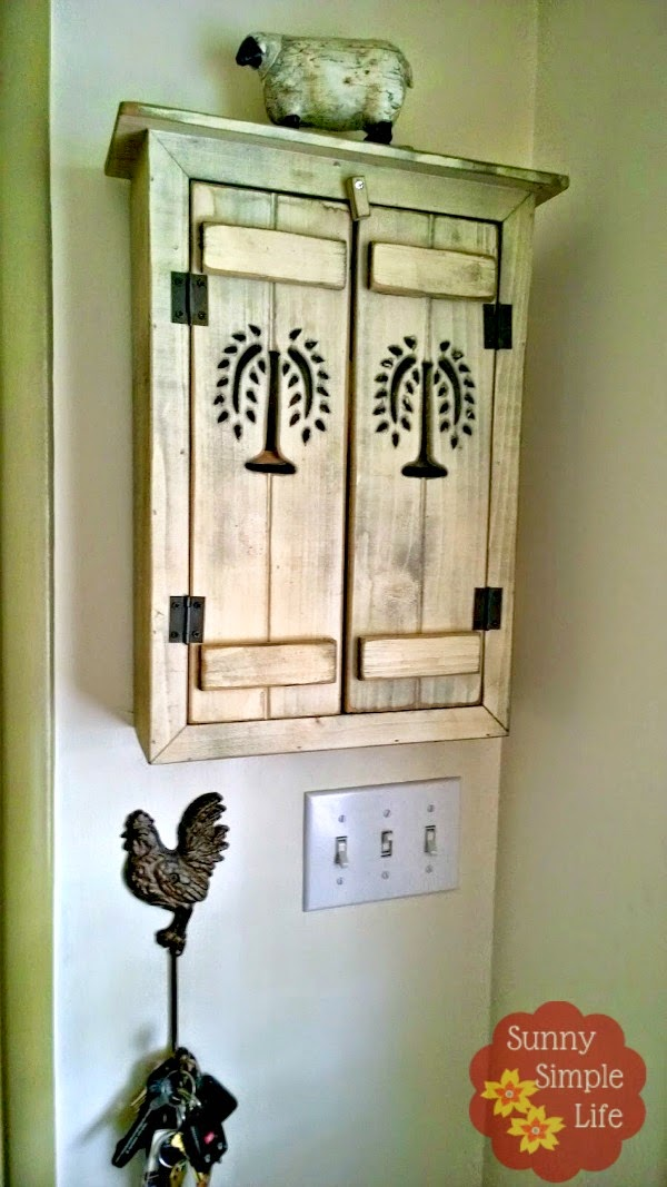small wall cabinet, entry decor