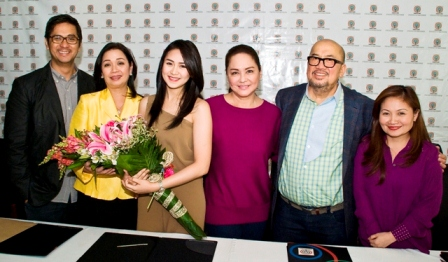 Sarah with ABS-CBN Ent. Head for TV Production Lauren Dyogi,Channel Head Cory Vidanes,President & CEO Charo Santos-Concio,Viva Entertainment Head Vic del Rosario, and Business Unit Head Joyce Liqiucia