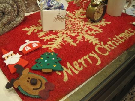 Felpudo merry christmas y broches navideños varios