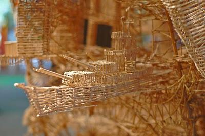 http://1.bp.blogspot.com/-KZDFNKsKAcI/Tclf1YnQUjI/AAAAAAAAPKU/GPWMztoGc4o/s1600/toothpick-kinetic-sculpture-san-francisco-6.jpg