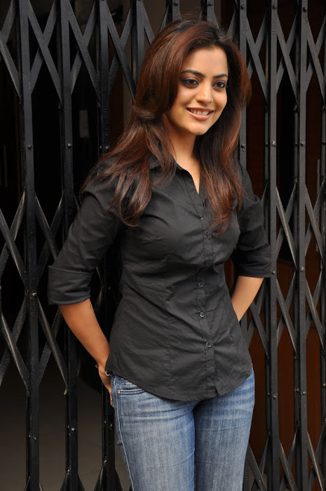 nisha agarwal new @ solo sucess meet hot images