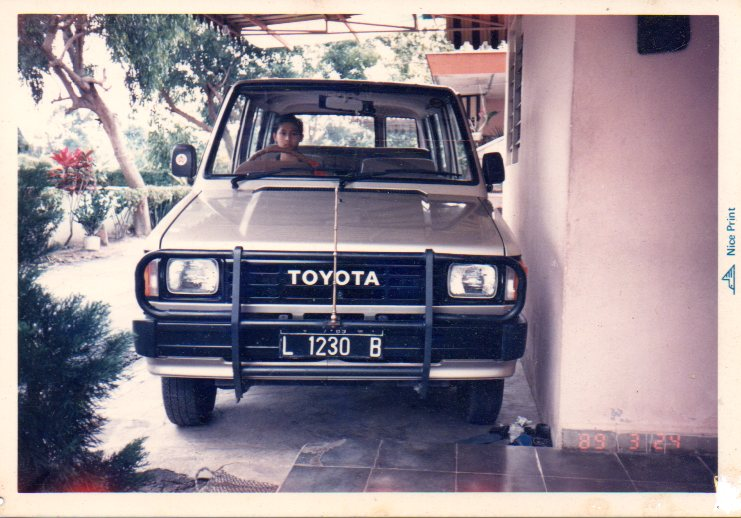 Raden Mas Boy Bagus sewaktu SMP di Pem. Siantar yang ahli mengemudikan Mobil dengan ekstrim !!