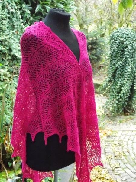 TE KOOP: fuchsia roze driehoekstola,1 x 2 meter.