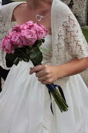 Bruid met gebreide bruidssjaal