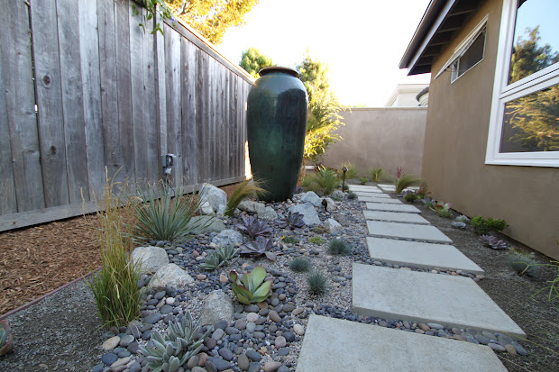 landscaping mid-century modern