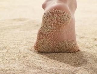 ادخل هنا لتعرف فوائد المشي حافي القدمين