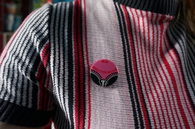 brutus jeans trimfit badge feelgood vintage badge brooch