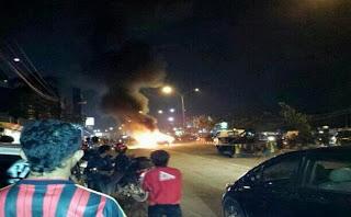 Mobil Sedan Terbakar Di Jl Margonda Depok Jakarta