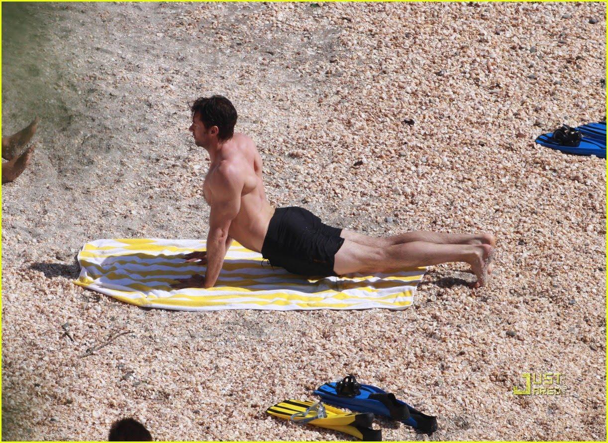http://1.bp.blogspot.com/-K_JllFJCVPg/Tc2vHgQfwsI/AAAAAAAAEGE/npdyrybYI1s/s1600/hugh-jackman-st-barts-beach-29.jpg