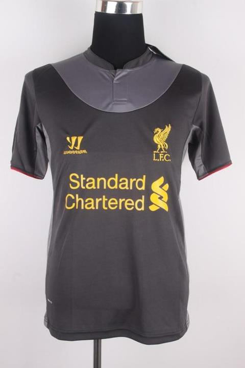 Liverpool away warna hitam