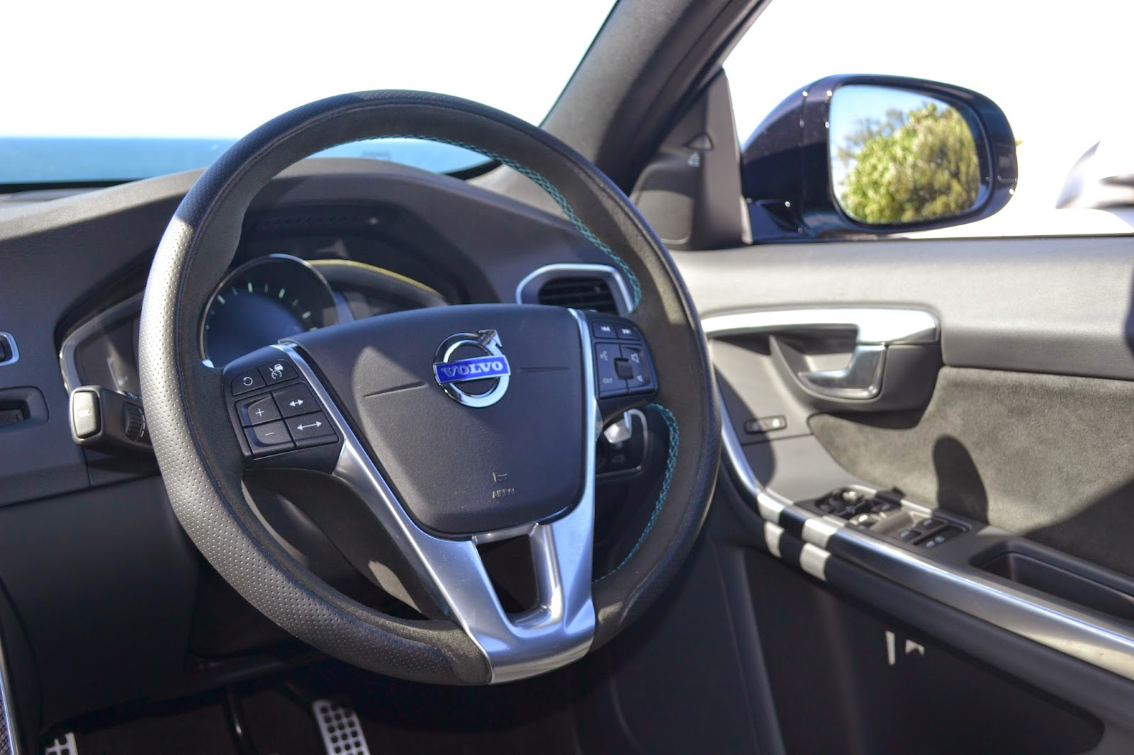 Those buttons on the left of the wheel control the active cruise control