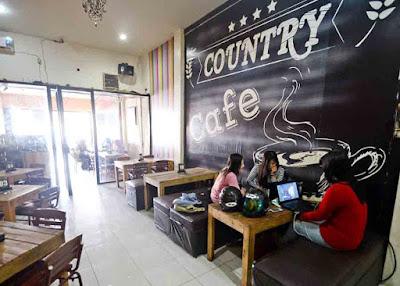 CAFE COUNTRY : Suasana di salah satu cafe di kota Pontianak. Foto Meidy Khadafi/Pontianak Post