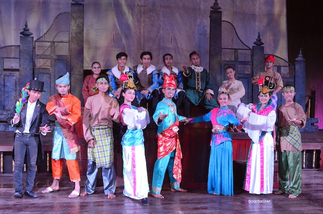 One for the camera, the cast for Melaka Alive