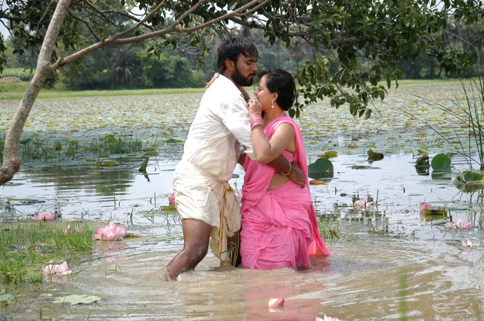 Tamil SxS http://moviegalleryindia.blogspot.com/2011/11/sengadu-movie-hot-stills.html