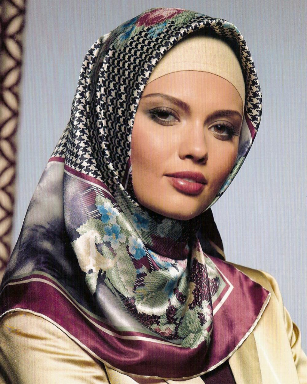 Özer Khalid - Renaissance: I Am A Muslim Girl