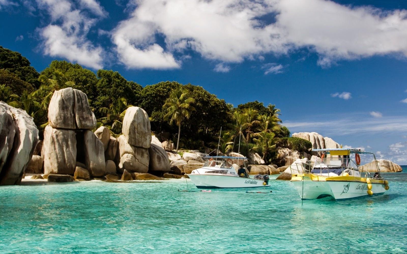 Wetter Tropical Island