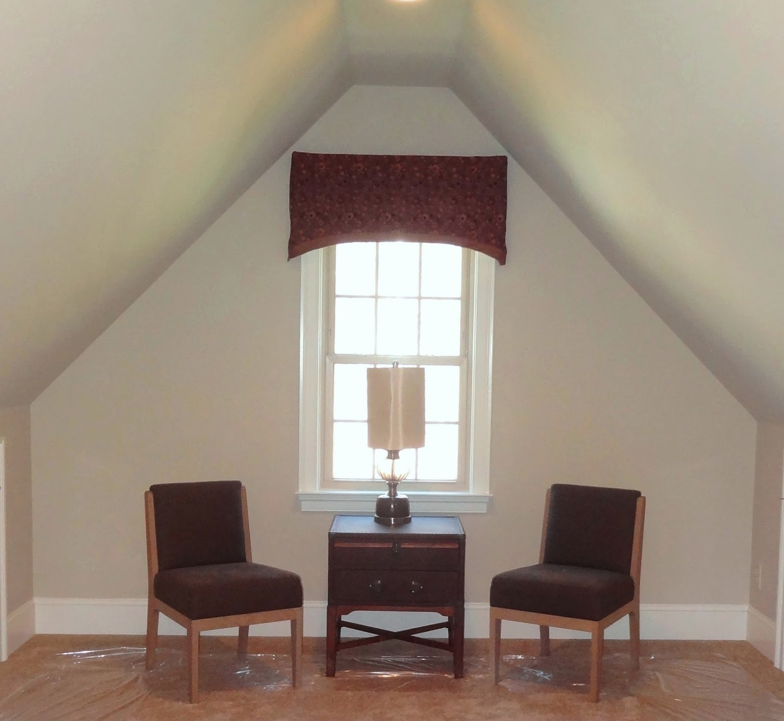 How to furnish and paint a room with slanted ceiling or dormer walls?