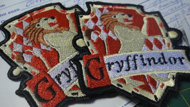 Нашивки Гриффиндор, эмблемы факультетов Хогвартс на заказ - подарок поклонникам Гарри Поттера