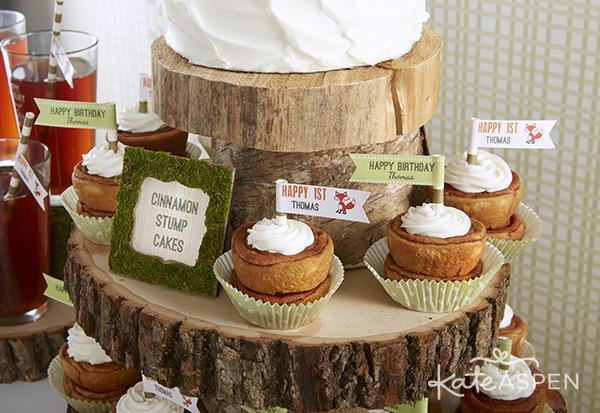 decorar a mesa da festa com tronco de árvore