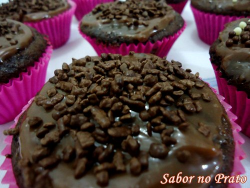 Cupcake de Chocolate feito com massa pronta!