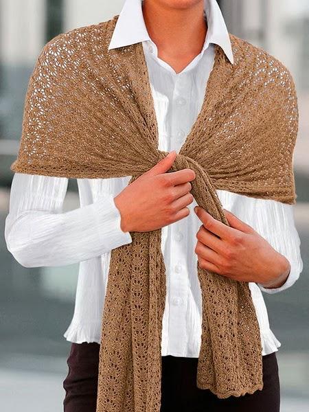 Будущей зимой 2015 года женский вязаный шарф крючком или спицами, как и в прошедшем году, будет весьма актуален и