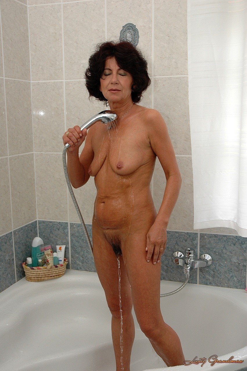 karvaisia pilluja seksikäs alaston nainen