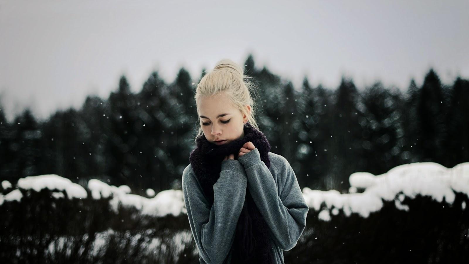 Симпотичная блондинка и трахарь 16 фотография