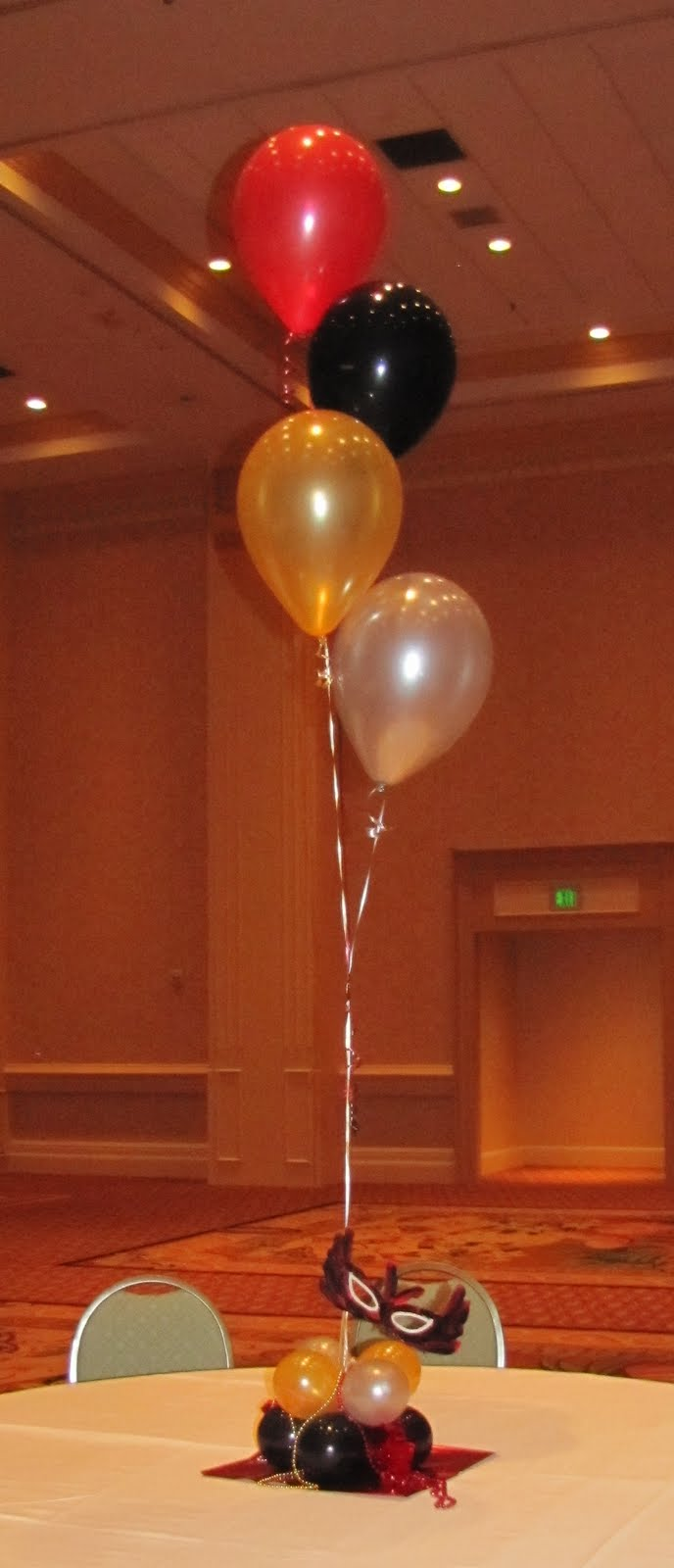 Party people event decorating company george jenkins for Balloon cluster decoration