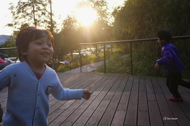 雞南山散步,在生態池
