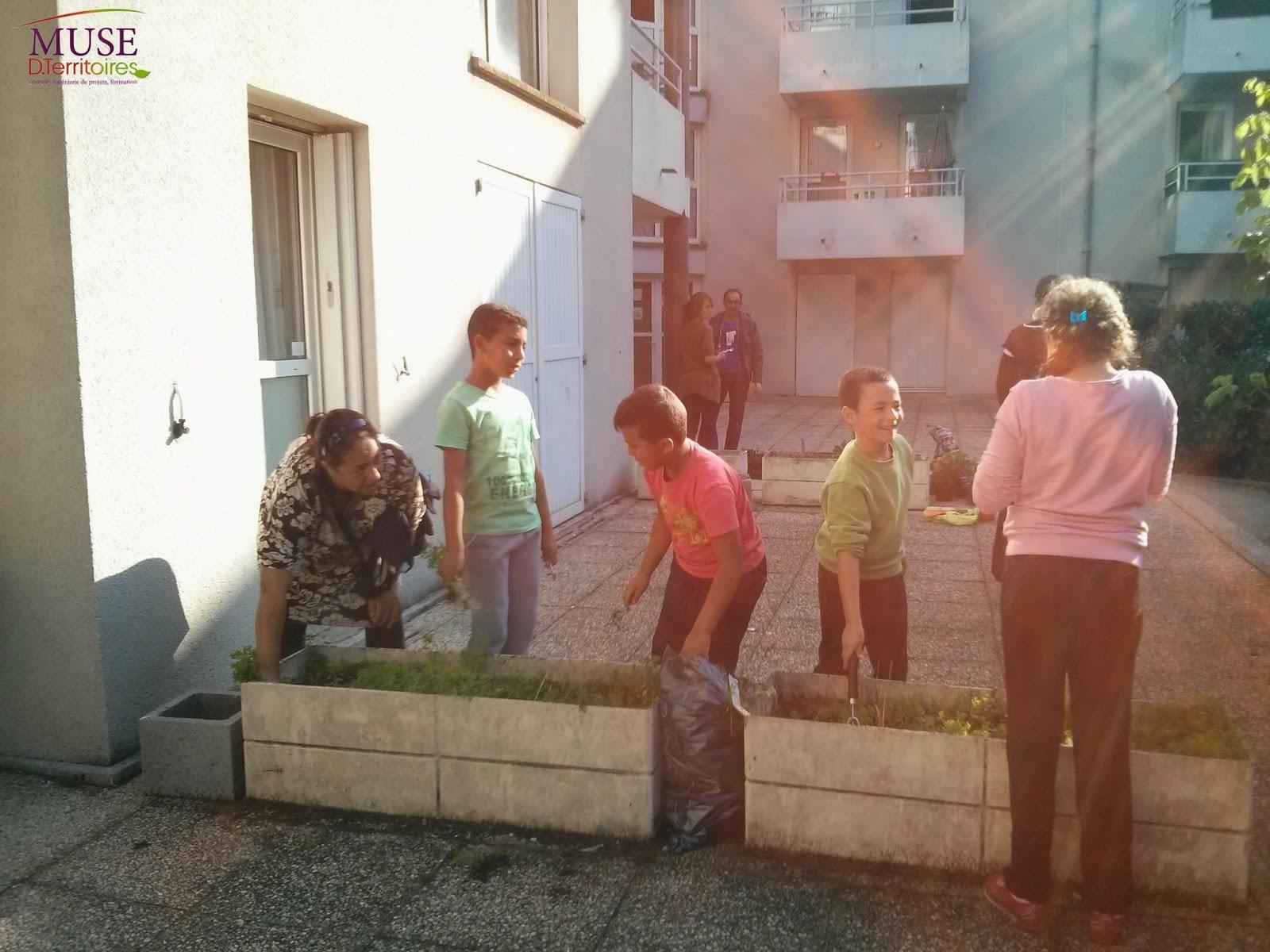 On jardine saint denis jardinage dans les jardini res cam linat - Petit jardin en pot saint denis ...