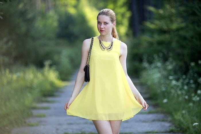 round neckline, dress, česká blogerka, lucie srbová, sexy