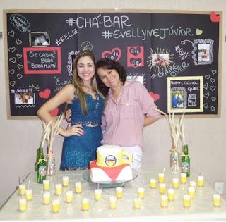 Chá bar evellyn e Junior, tema boteco, muito DIY, incluindo um lindo chalkboard